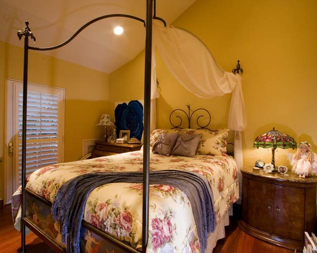 Romantic Bedroom for a teenage girl - AFTER